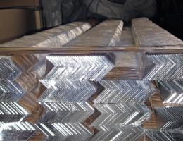 Уголок алюминиевый равнополочный 60х60 АД31 6 м